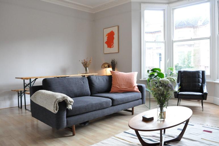 2 Bedroom Flat With Garden in New Cross, London