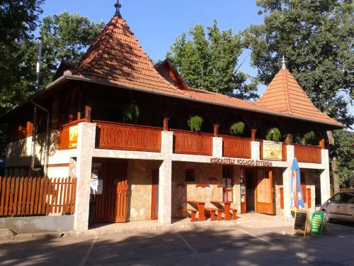 Kiskastely Fogado-Etterem, Szeghalmi