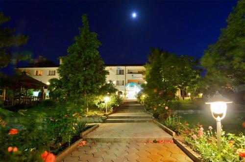 Paradise Hotel, Madzharovo