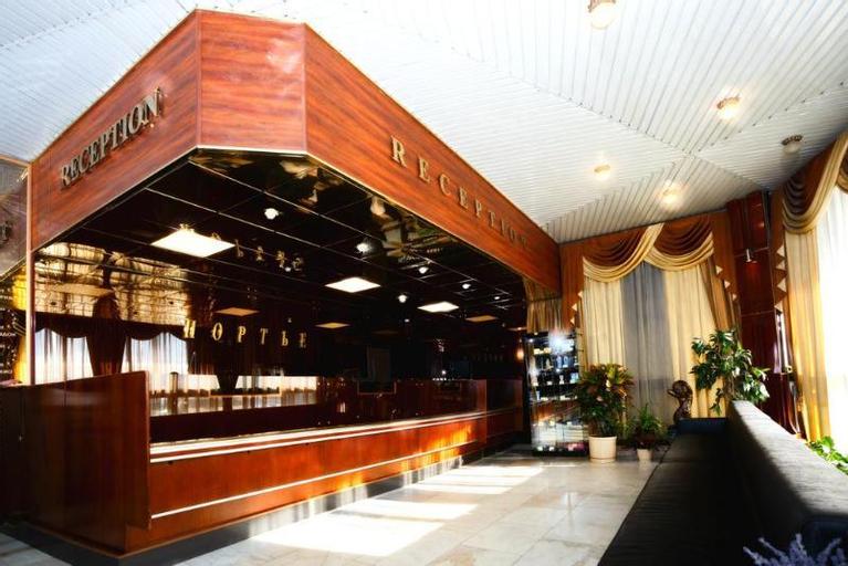 Yunost Hotel, Western