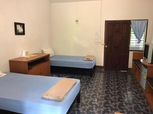 Prangthong Hotel, Pua