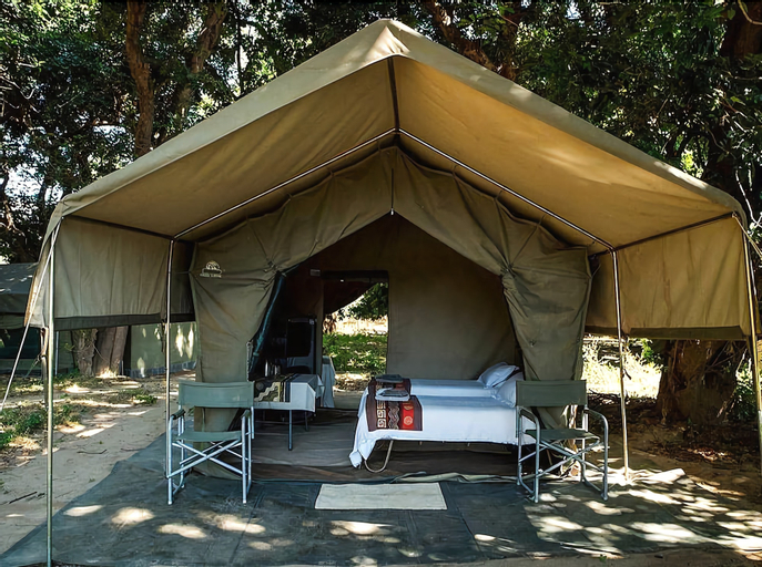 Mwinilunga Safaris, Hurungwe