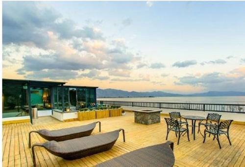 大理边际户外旅行酒店, Dali Bai