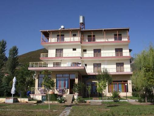 Hotel Victoria, Pogradecit