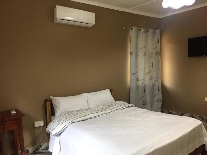 Hooters Lodge, Lusaka