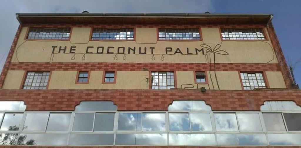 Coconut Palm Hotel, Kieni