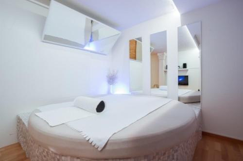 Rich Suite, Höfe