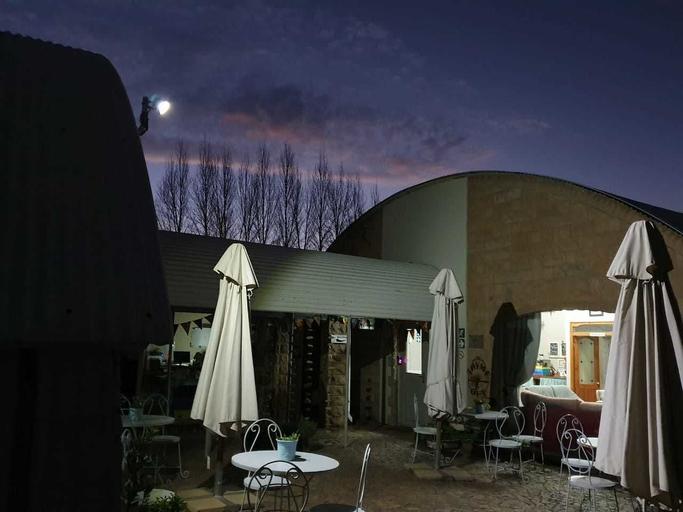 Homestead Guesthouse and Coffee Shoppe, Fezile Dabi