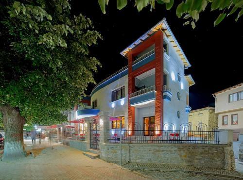 Hotel Vila Lako, Korçës