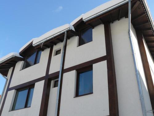 House Arirang, Troyan