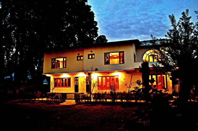 Nigeen Lake View Resort, Srinagar