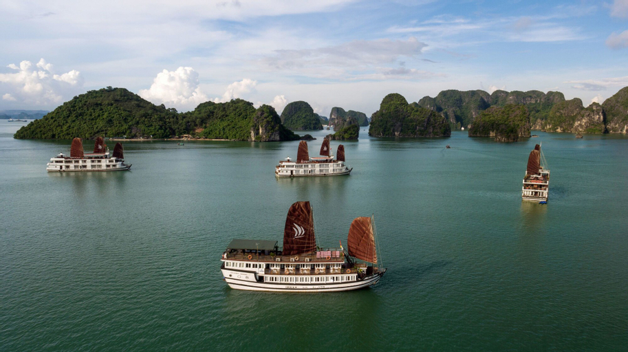 Halong Glory Legend Cruise, Hạ Long