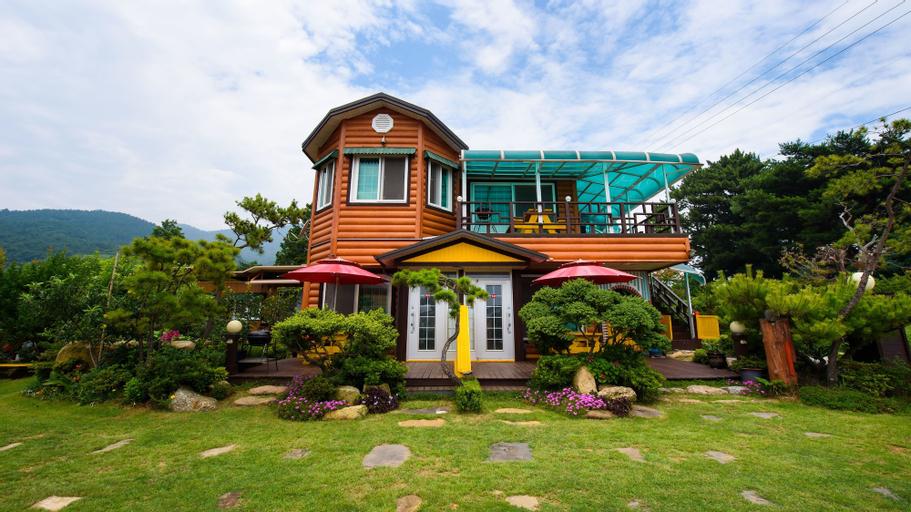 Dalbit Maru Pension, Namhae