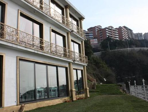 Bab-i Zer Hotel, Merkez
