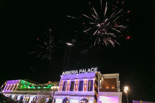 Arberia Palace Hotel, Kurbinit