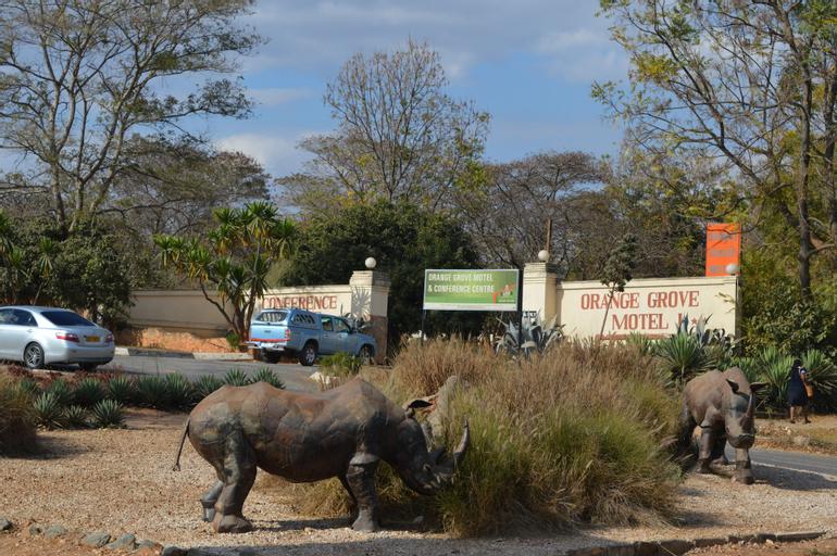 Orange Grove Motel, Makonde