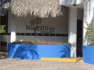 Qualton Club Ixtapa All Inclusive, José Azueta