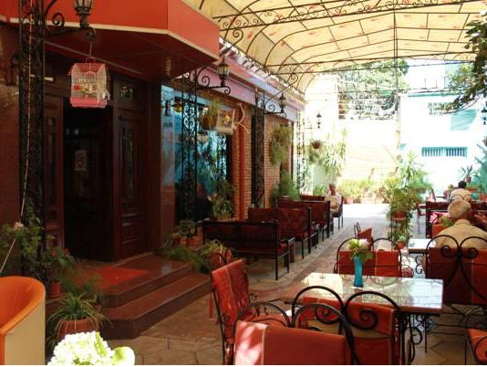 Livia Hotel, Tiranës