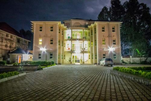 Heras Country Resort, Kabale