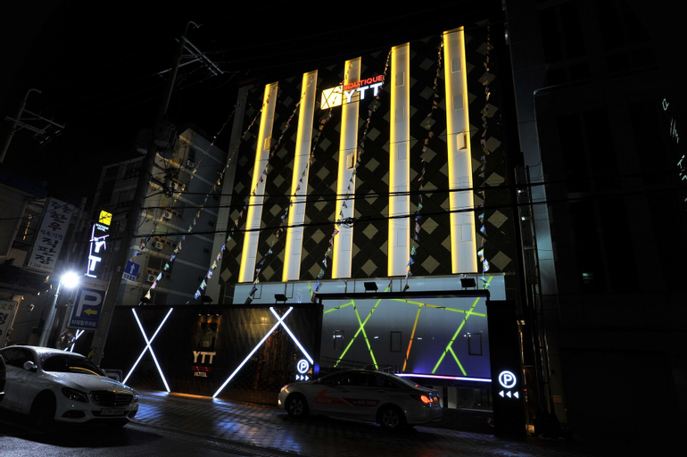 HOTEL YTT, Saha