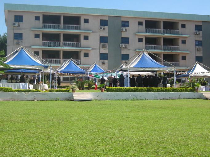 Hotel Azur, Mfoundi