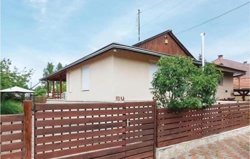Stunning home in Velence w/ Jacuzzi and 2 Bedrooms, Gárdony