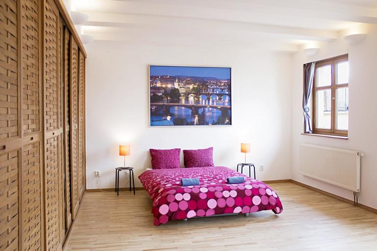Nice two bedroom flat under the Zizkov Tower, Praha 3