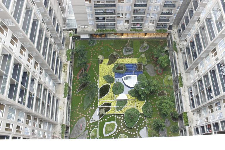 Homey 4BR Apartment at Landmark Residence, Bandung