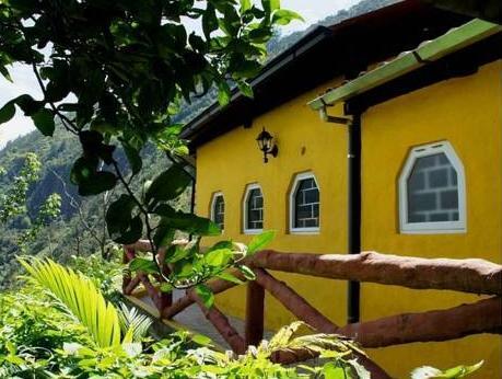 La Casa Amarilla, Baños