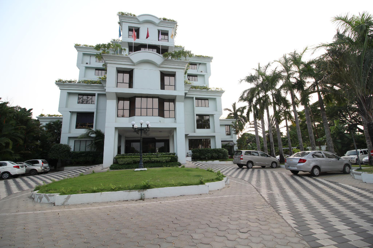 The Windsor Castle and Lake Village Ayurvedic Resort, Kottayam