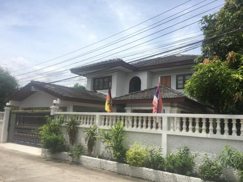 Baan Chang Guesthouse, Bang Plee