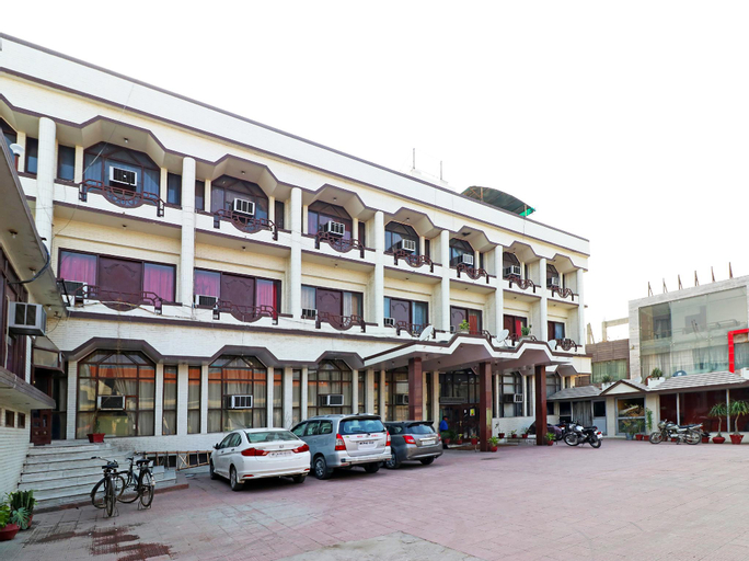Capital O 29566 Hotel Mid Town, Panipat