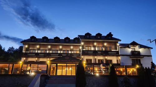 MIA'S FAVORITE Hotel,