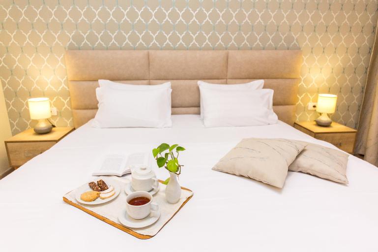Hotel Baron, Tiranës