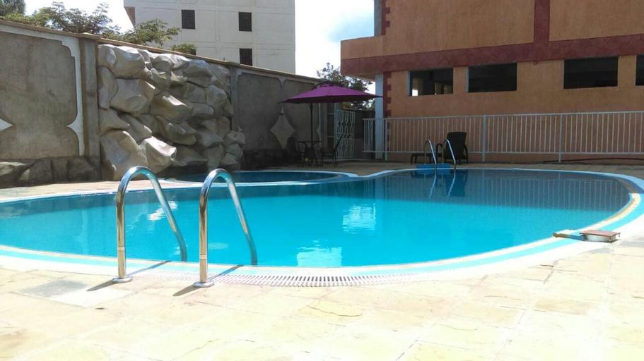 Hotel Rowcena, Matayos