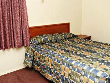 Red Deer Inn & Suites, Division No. 8