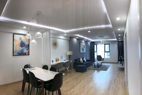 Asahi Luxstay - Imperial Skyview Apartment, Hoàng Mai
