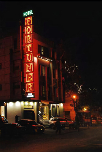 Hotel Fortuner, West