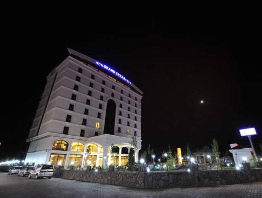 Grand Cenas Hotel, Merkez
