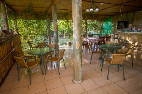Njovu Park Lodge, Busongora