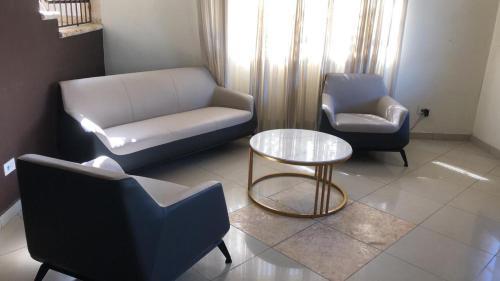 Govenia 16, Villa Hermosa