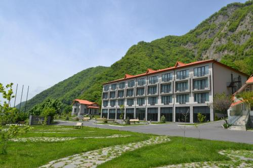 Yurd Hotel, Qax