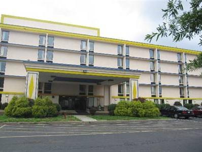 Airport Plaza Hotel, Roanoke City