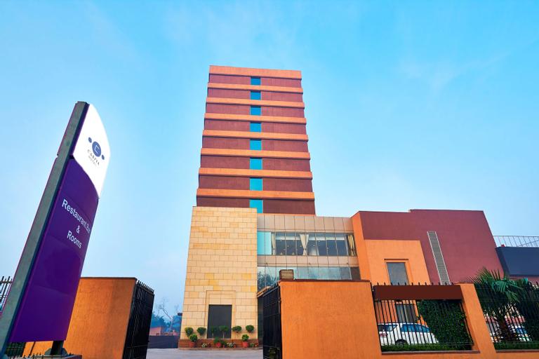 Caspia Hotel New Delhi Shalimar Bagh, West