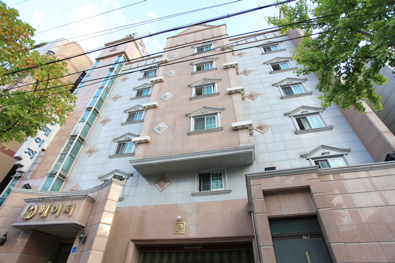 Daejeon Motel Nine, Dong
