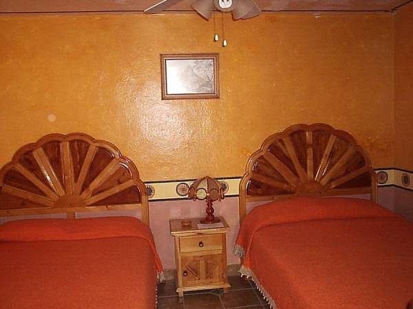 Hotel Feregrino, Ezequiel Montes