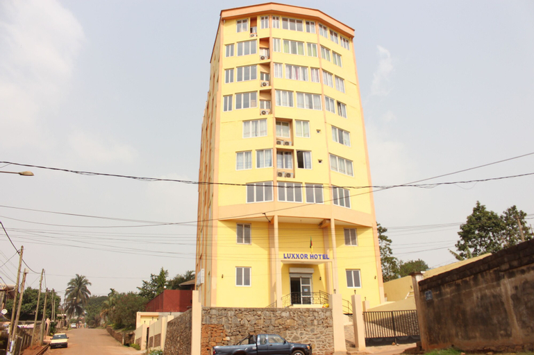Luxxor Hôtel, Mfoundi