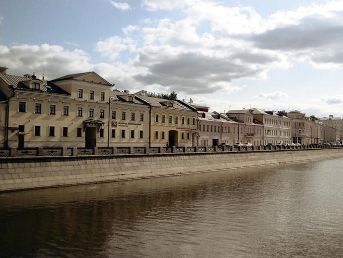 Kadashevskaya Hotel, Central