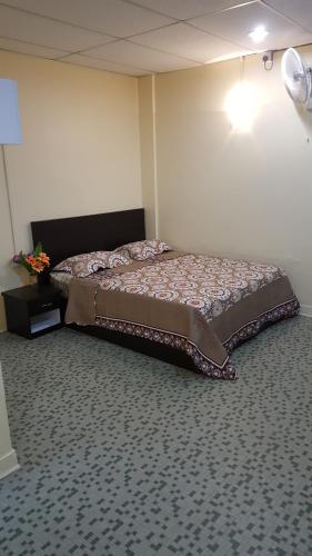 Safari room stay, Manjung