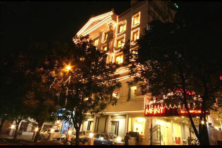 Hotel Dhiraj, Thane